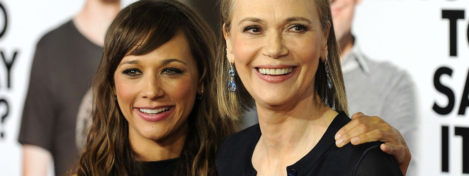 Peggy Lipton mit ihrer Tochter Rashida Jones bei einer Filmpremiere im Jahr 2009.