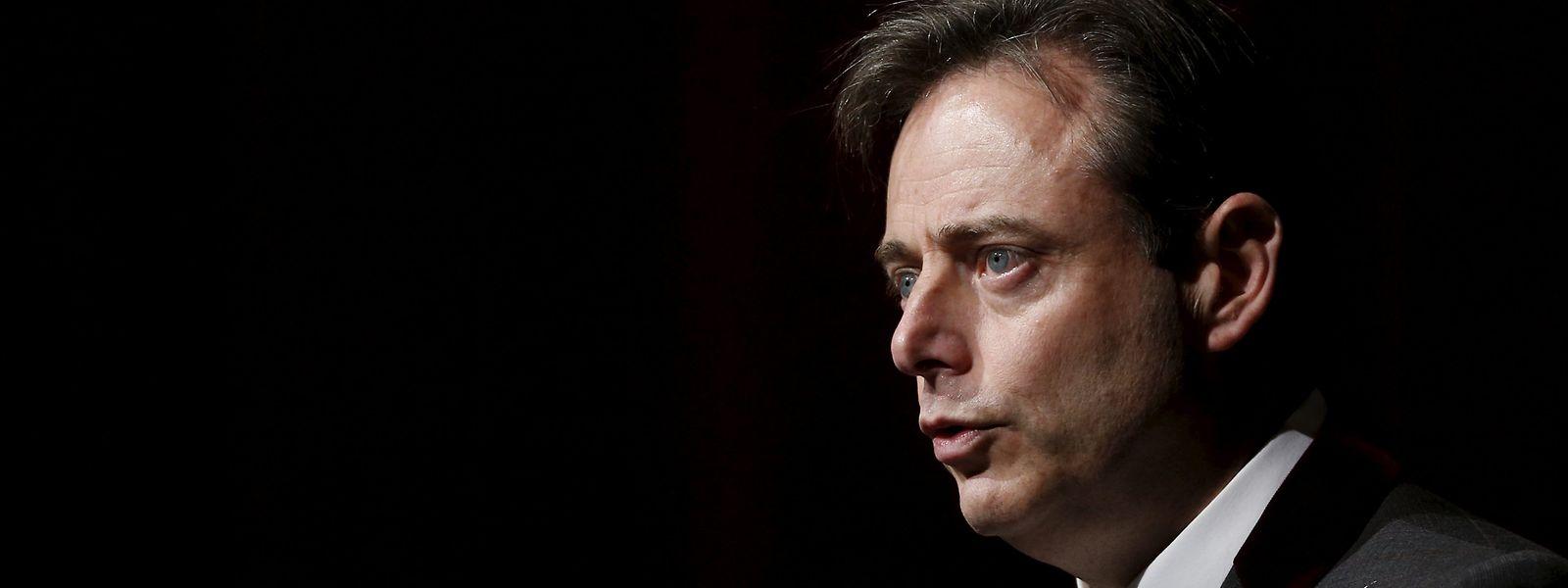 Bart de Wever joue avec les peurs du virus et une réalité : le virus flambe partout dans le royaume belge.