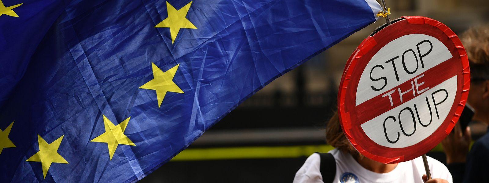 La Commission européenne a rappelé le risque de perturbations majeures en cas de départ brutal du Royaume-Uni.