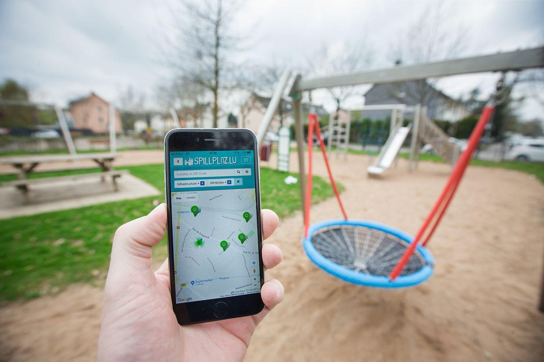 Grüne Pins zeigen Spielplätze in der Umgebung an; goldene geben Auskunft darüber wo sich Indoorspielplätze befinden. In der neuen Handyanwendung sind derzeit 800 Freizeitanlagen gelistet.