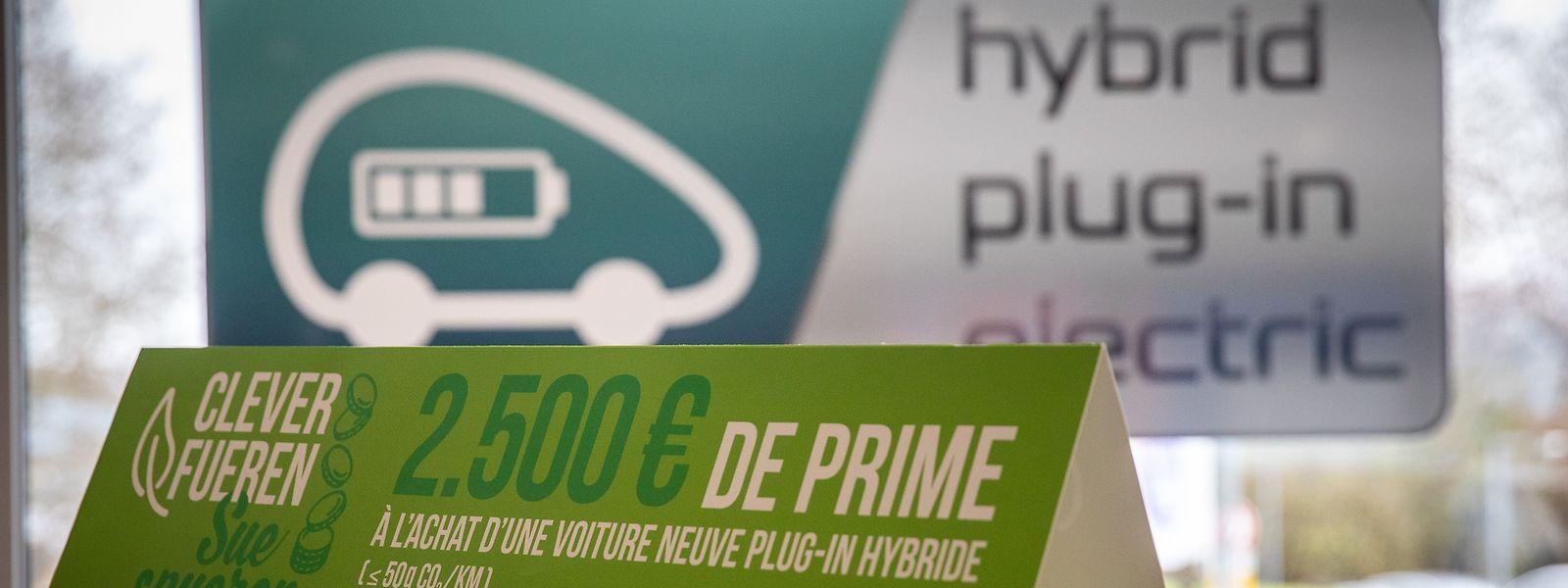 Der Kauf von Hybridautos wird heute mit 2.500 Euro und der von vollelektrischen Autos mit 8.000 Euro subventioniert. Hier wird es bald Änderungen geben.