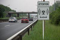 Radar Warnschild am Ende der A4 in Esch Alzette Richtung Rond Point Jean Paul 2. Photo: Guy Wolff