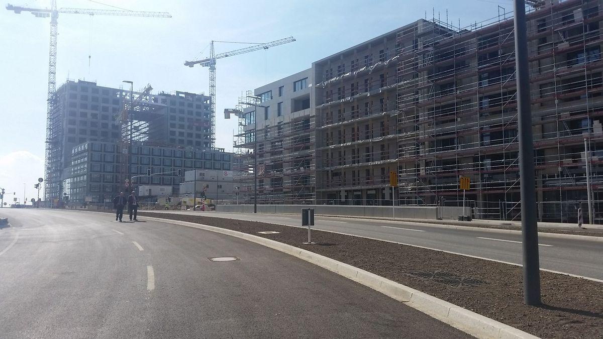 La construction du futur siège de Deloitte Luxembourg (au fond à gauche) et de l'îlot A1 le long du nouveau boulevard Kockelscheuer vont bon train.