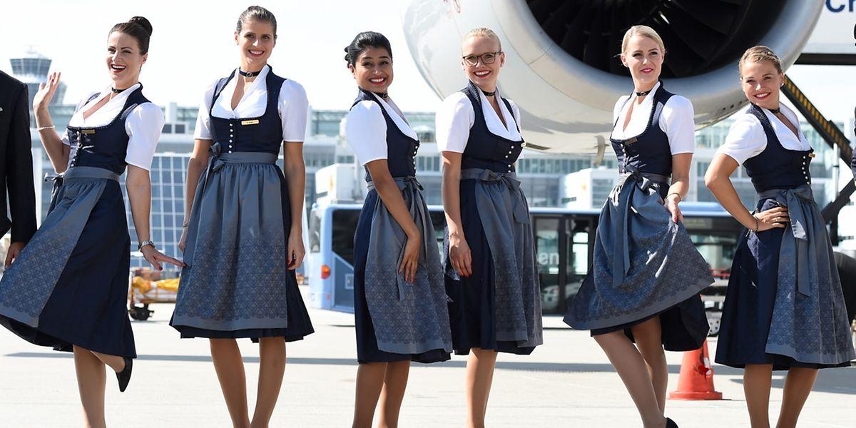 Pünktlich zum Start des Oktoberfestes, zeigen sich die Stewardessen der Lufthansa in der Tracht.