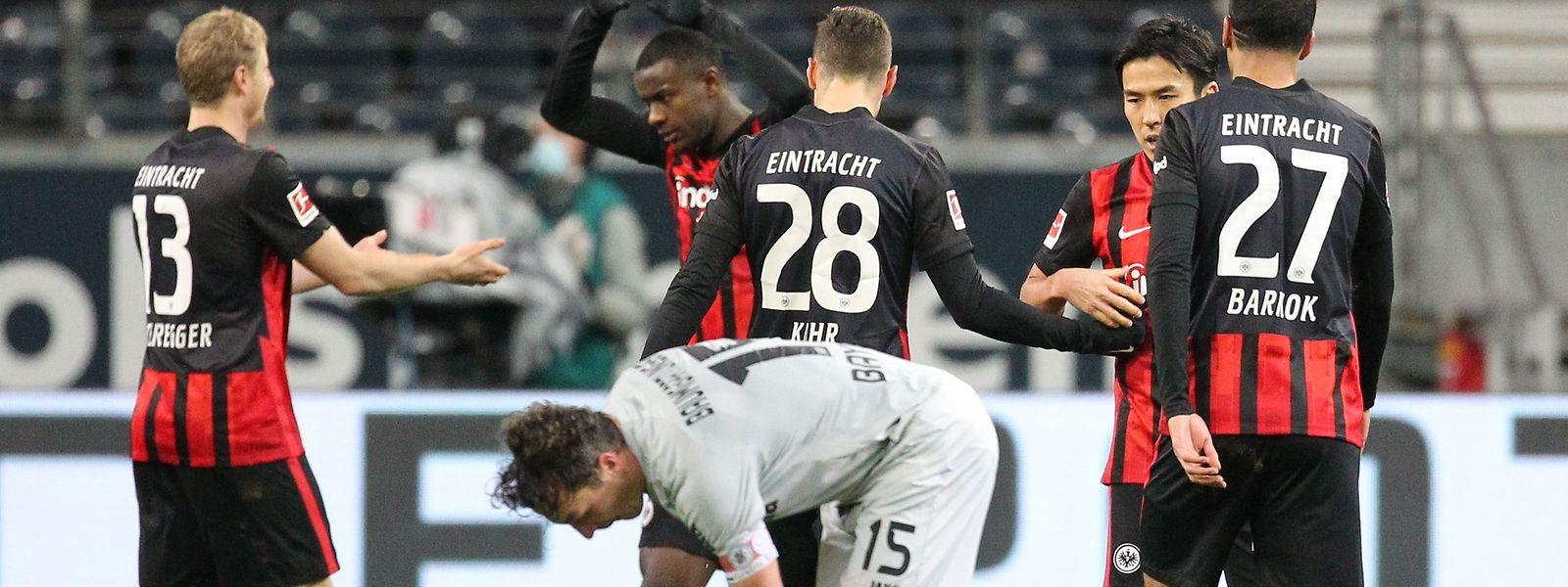 Die Frankfurter drehen die Partie gegen Favorit Leverkusen.