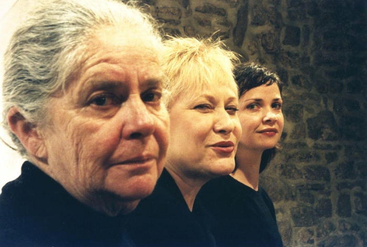 """Marie-Paule Roesgen, Marja-Leena Junker et Myriam Muller dans """"Les Monologues du Vagin"""" de Eve Ensler, pièce qui sera jouée quelque 300 fois."""