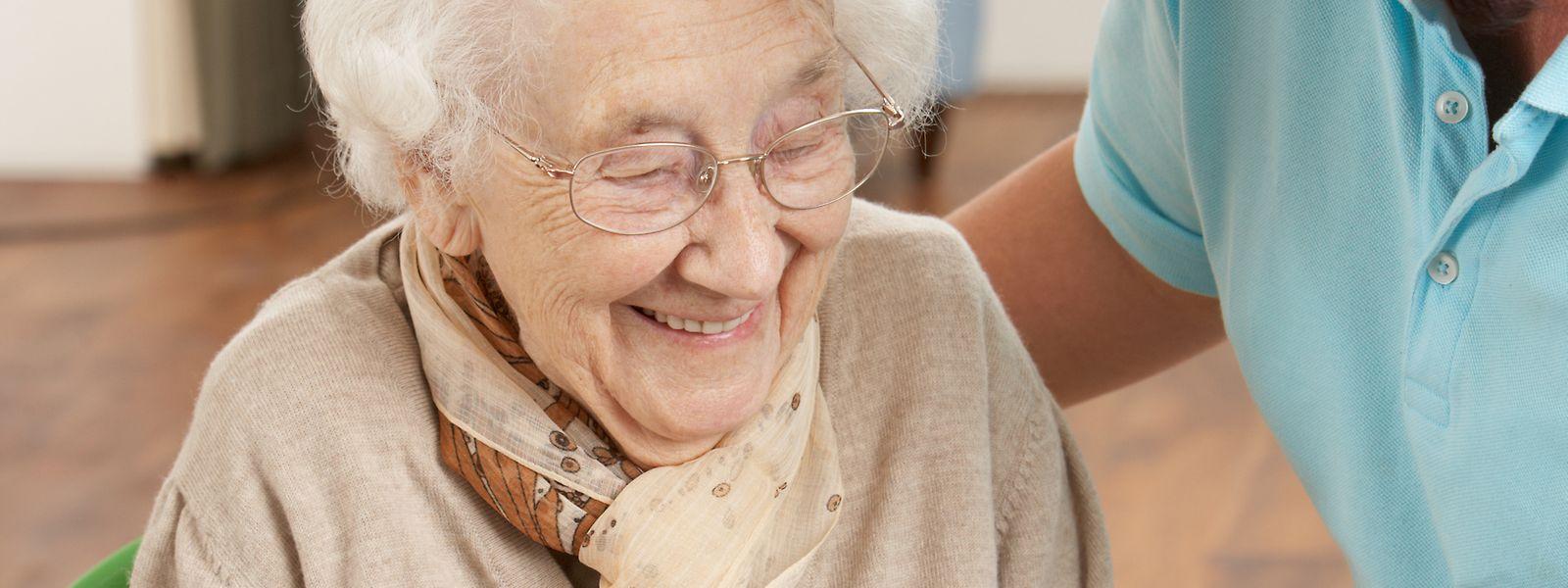 Ältere Menschen gelten weiterhin als Risikopatienten.