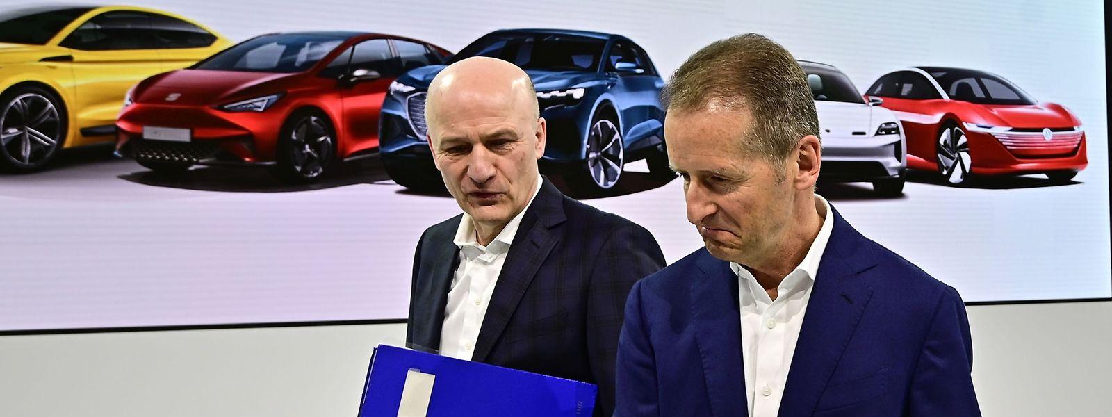 Herbert Diess, le patron de VW au premier plan, et Frank Witter, directeur financier du groupe allemand.