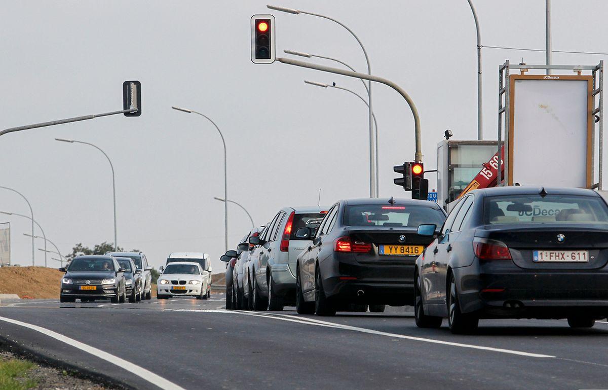 Die heutige Rue Raiffeisen wird zum Boulevard ausgebaut. Der Boulevard Raiffeisen und der Boulevard Kockelscheuer werden die Hauptachsen des neuen Viertels.
