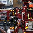 Plusieurs départs de feu ont provoqué un incendie de tout l'immeuble et causé la mort de huit personnes.