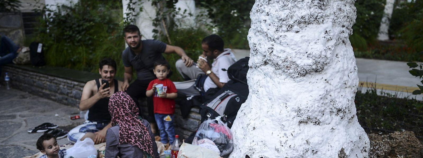 Wie Amers Verwandte leben unzählige syrische Familien in Bodrum auf der Straße und warten: Dass ein Schleuser sie mitnimmt, aus dem türkischen Fegefeuer raus in ein neues Leben.