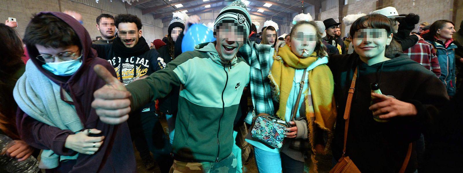Am Abend des 31. posierten die jungen Leute noch stolz vor der Kamera.