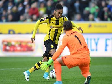 Dortmunds Pierre-Emerick Aubameyang traf nur wenige Sekunden nach seiner Einwechslung zum 2:2.