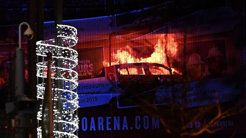 Großbrand in Liverpool: Mehr als 1000 Autos gehen in Flammen auf