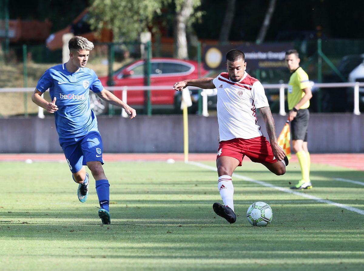Mehdi Kirch face à Edon Zhegrova. Le Kosovar a été impliqué dans les quatre buts de son équipe.