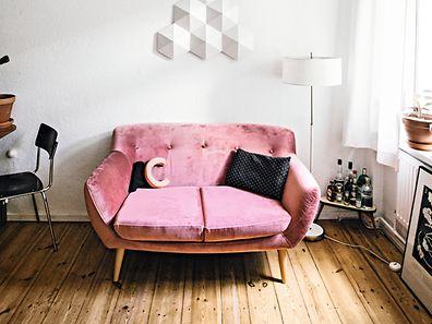 Auch Männer müssen keine Angst vor rosa Sofas haben, findet die Berliner Fotografin Jules Villbrandt.