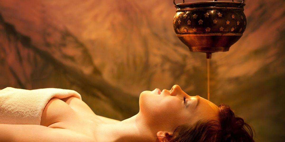 """Véritable soin thérapeutique de 45 minutes, le shirodora est considéré comme un """"massage royal"""" , l'un des joyaux en médecine ayurvédique."""