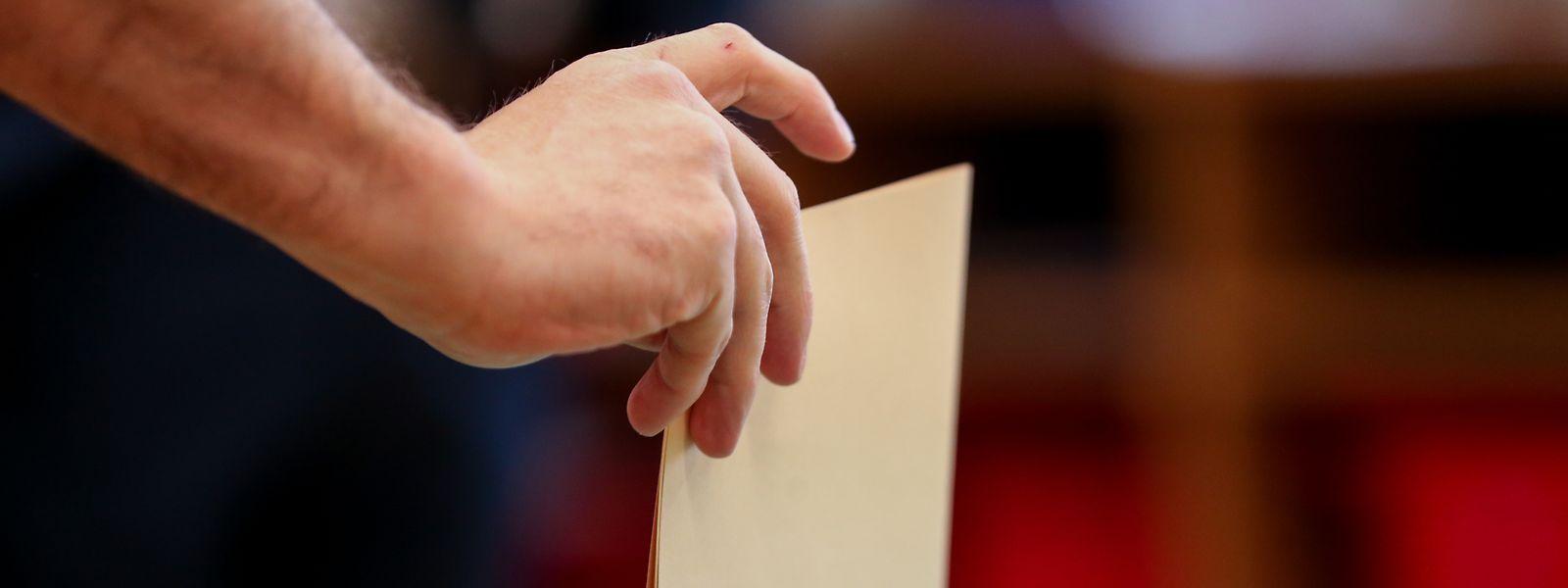 Nas eleições para o parlamento europeu de 2014, dos 244.986 eleitores portugueses inscritos em todo o mundo, em 71 consulados, apenas 5.129 votaram.