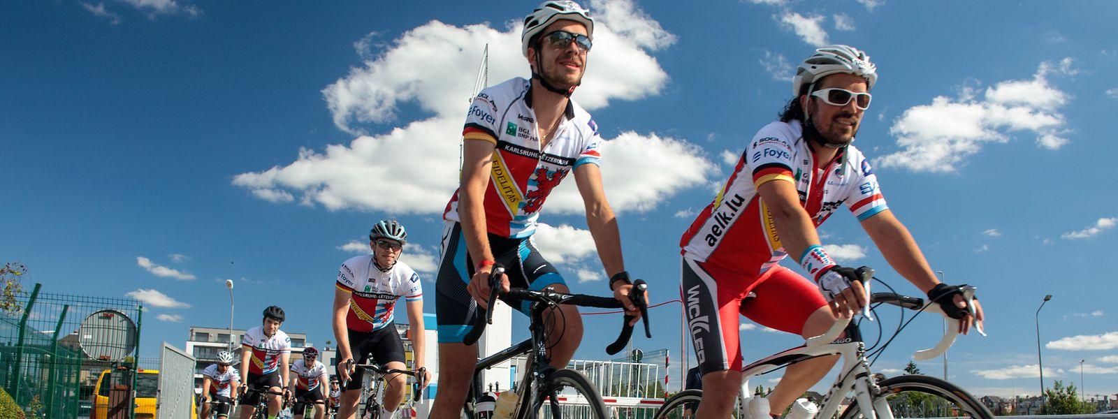 Am Ziel: Die Luxemburger Studenten treffen auf ihren Rädern im Großherzogtum ein.