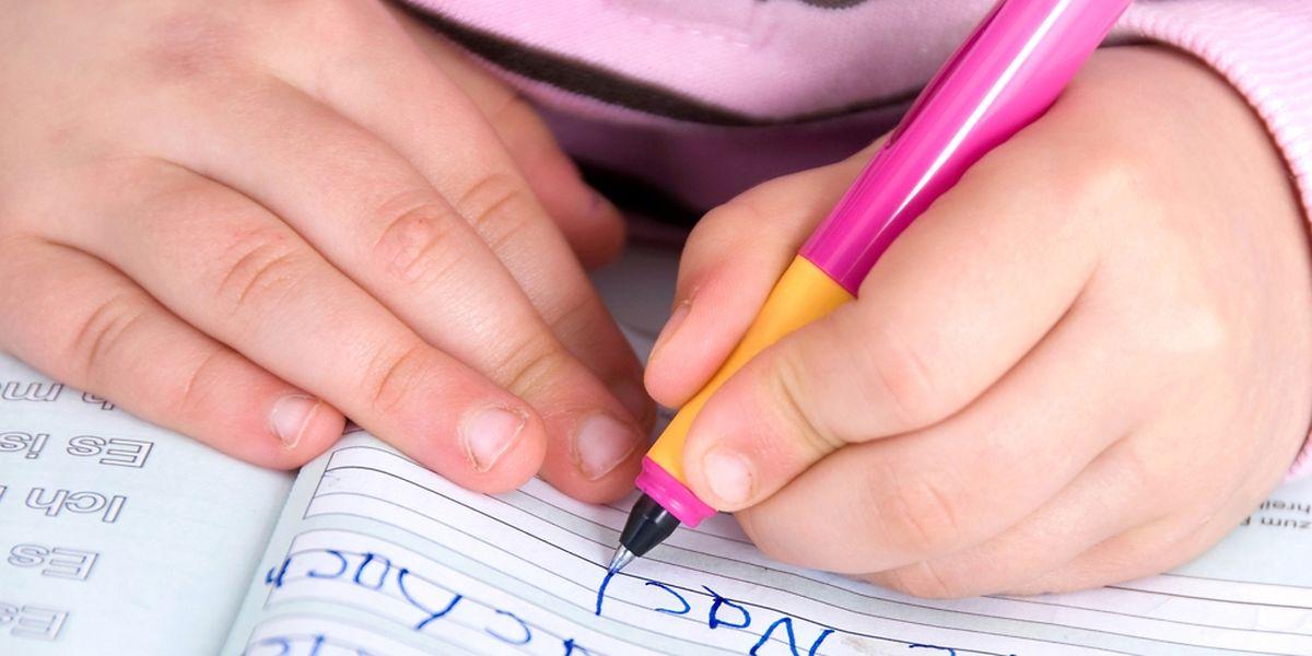 Résultats scolaires en baisse, impression que l'enfant a le potentiel intellectuel mais que les résultats ne suivent pas, comportements plus difficiles que chez d'autres enfants...