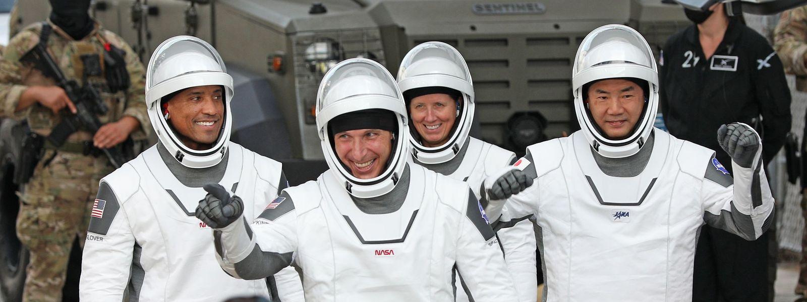 Trois astronautes américains Victor Glover, Michael Hopkins, Shannon Walker et un japonais  Soichi Noguchi, resteront six mois dans la Station spatiale internationale (ISS).