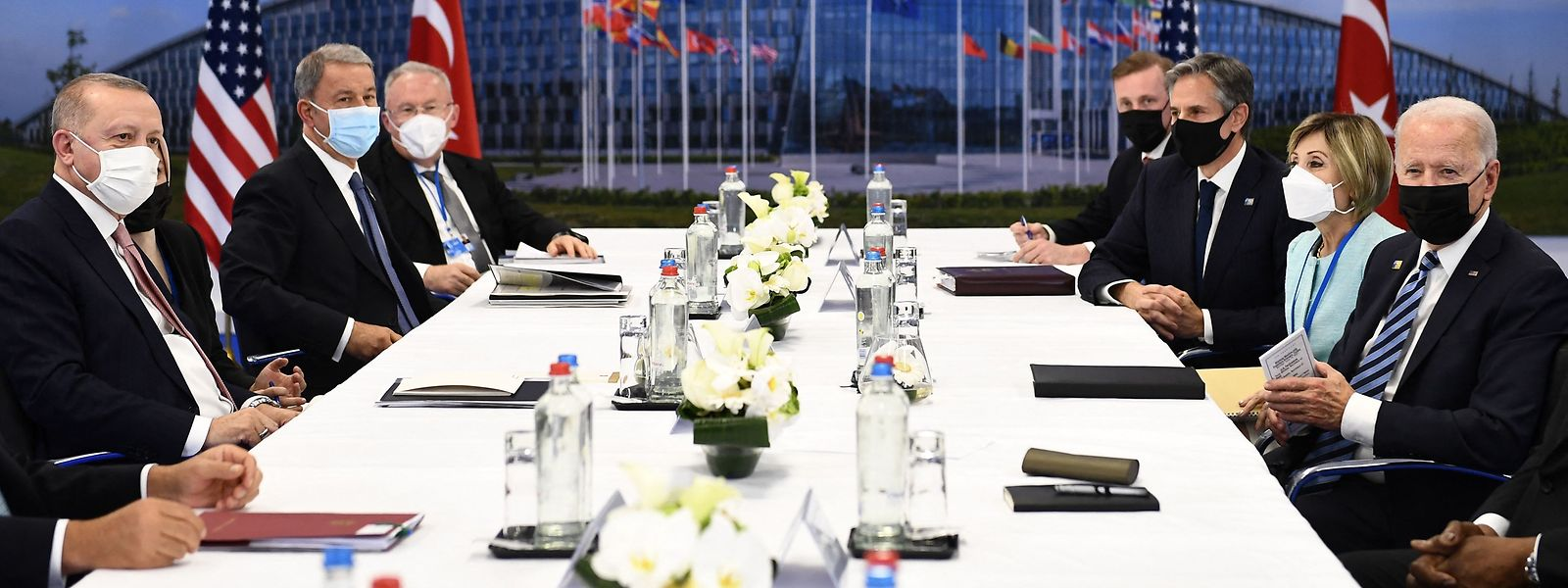 Am Rande des Gipfels fand eine Unterredung zwischen dem türkischen Präsidenten Recep Tayyip Erdogan und dem US-Präsidenten Joe Biden statt.