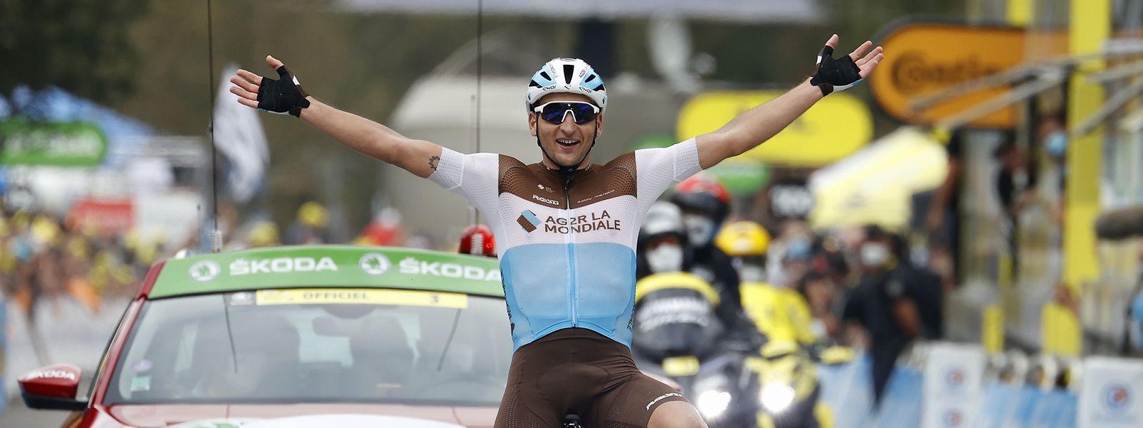 Etappensieger Nans Peters aus Frankreich vom Team ag2r La Mondiale kommt durch die Ziellinie.