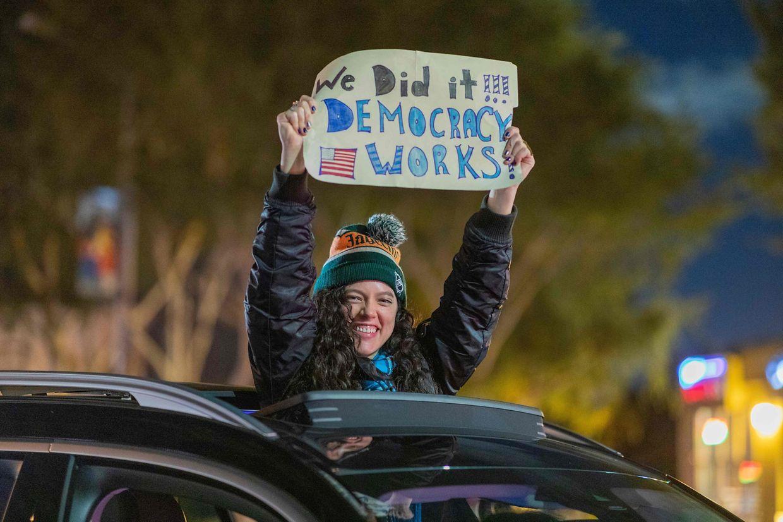 Szenen aus West Hollywood: ein Autokorso zu Ehren von Biden und Harris.