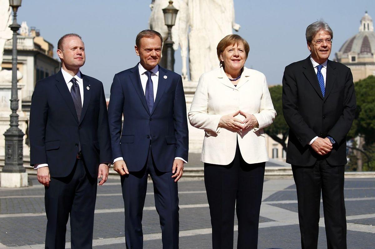 "Maltas Premier Muscat, Donald Tusk, Angela Merkel und Italiens Premier Gentiloni vor dem ""Campidoglio"" in Rom."