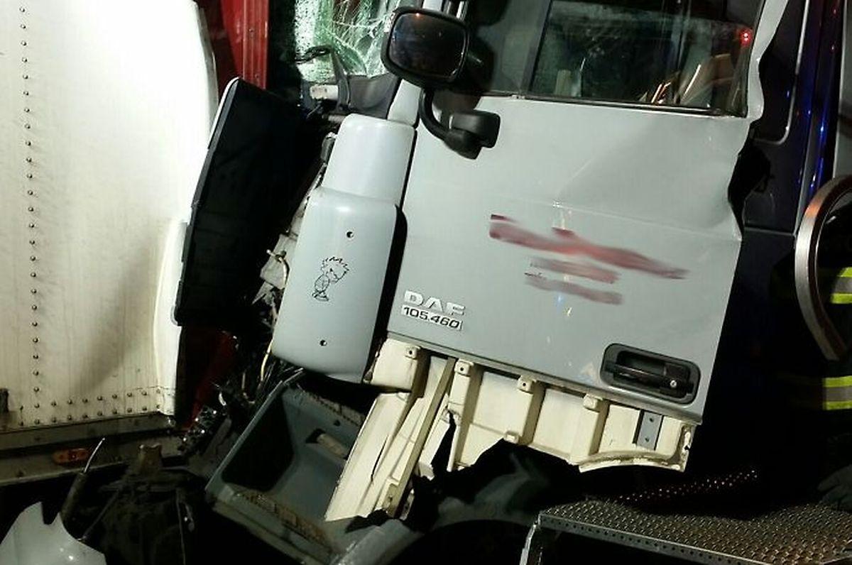Le chauffeur de l'un des camions a dû être désincarcéré de sa cabine.