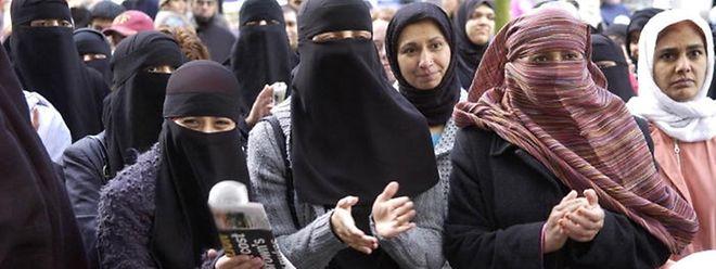 Luxemburg bekommt ein Gesetz, das an manchen Orten das Tragen eines Gesichtsschleiers verbietet.