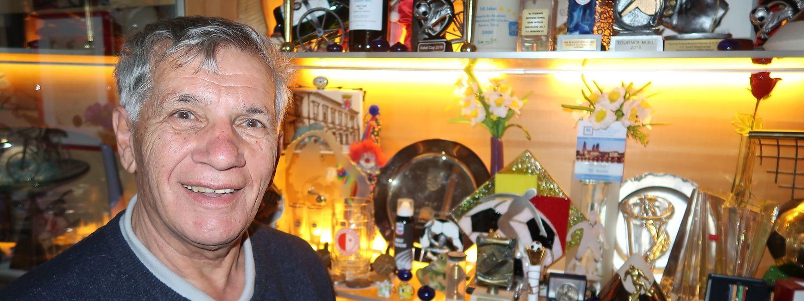 In 34 Jahren hat Schiedsrichter Änder Urbing zahlreiche  Auszeichnungen, Trophäen, Urkunden, Erinnerungsfotos und Diplome gesammelt.