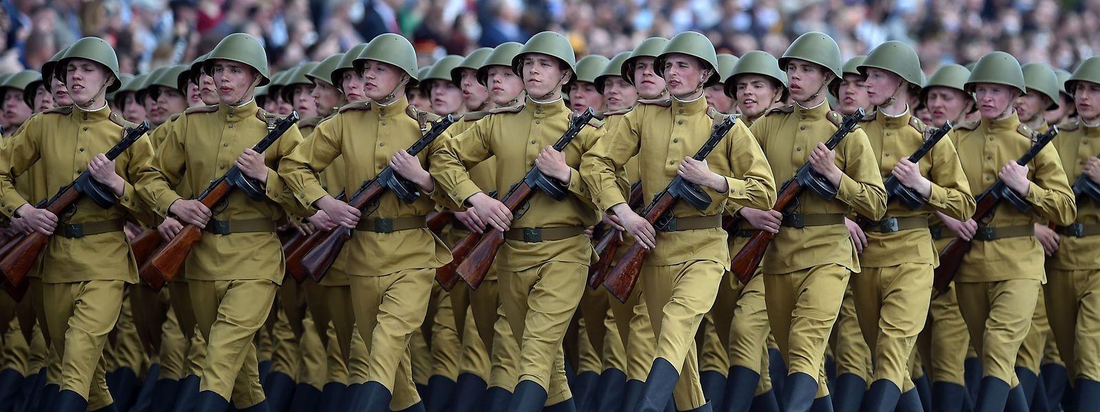 In Minsk marschierte die Armee auf.
