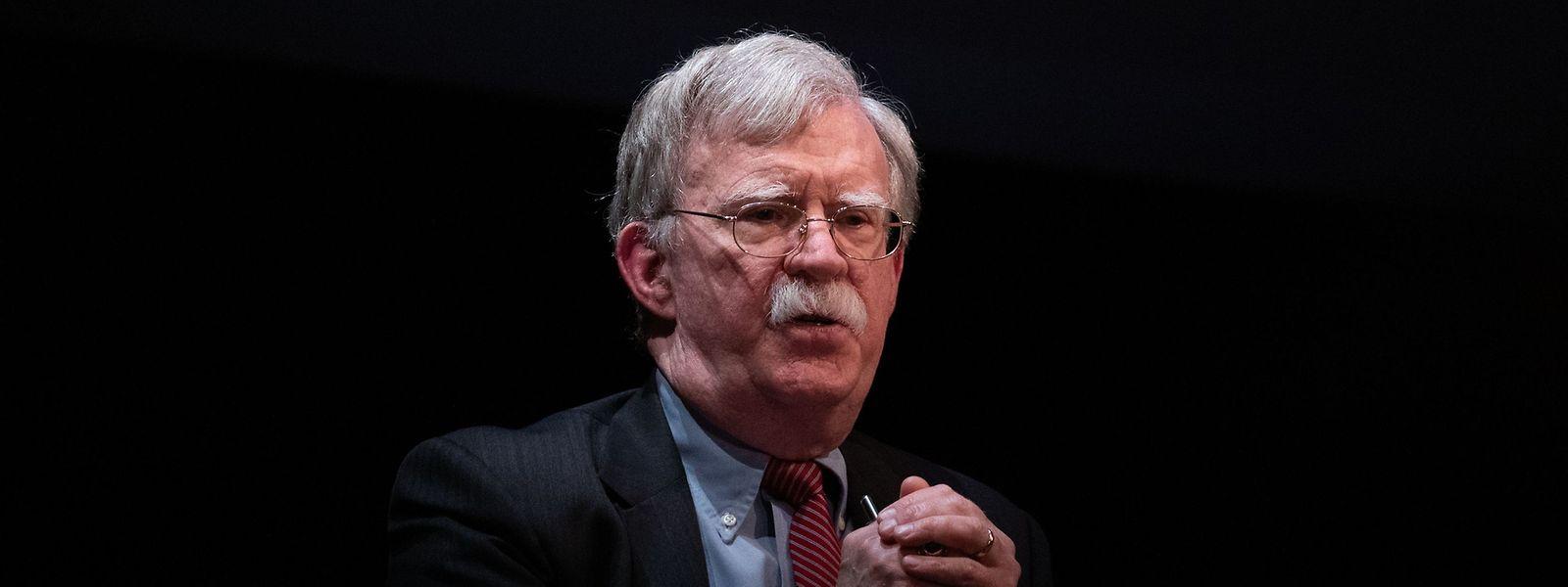 Der frühere Nationale Sicherheitsberater John Bolton plaudert aus dem Nähkästchen.