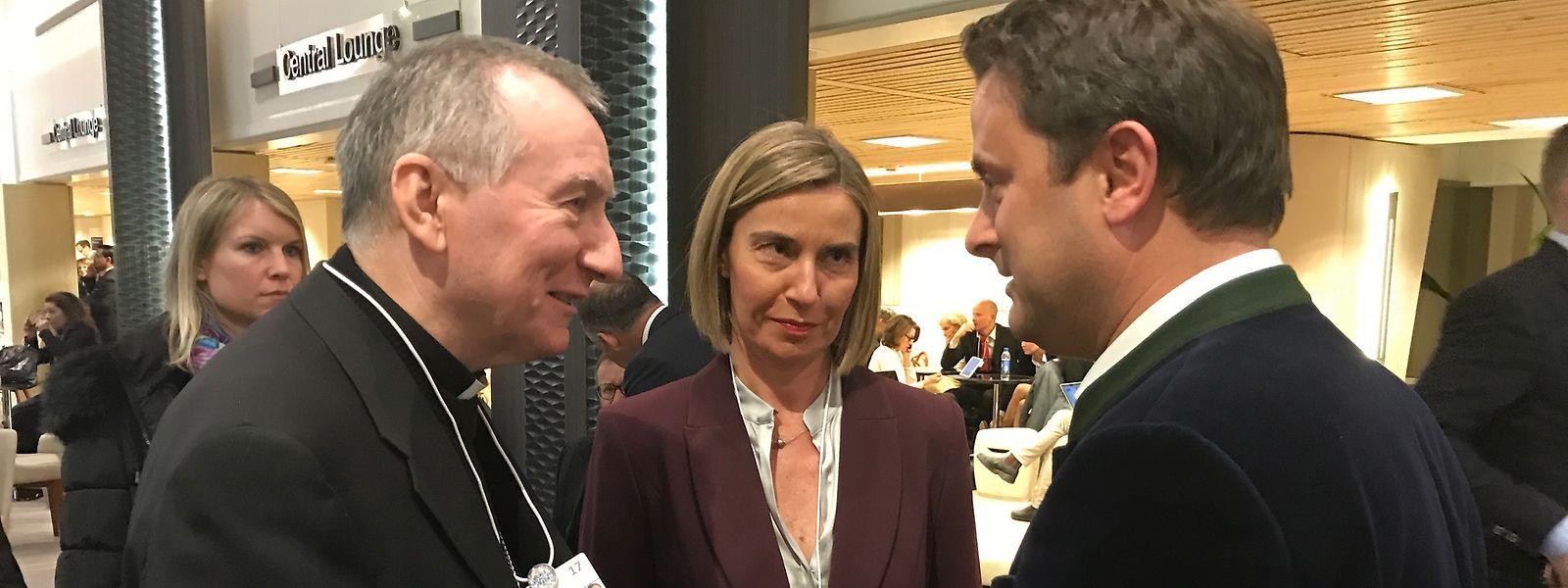 Pietro Parolin, Federica Mogherini e Xavier Bettel, em Davos