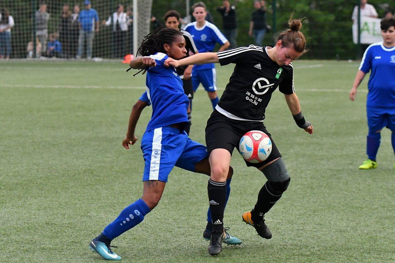 Sadine Correia tente de stopper Sara Olivieri. Bettembourg et Junglinster se quittent dos à dos 2-2.
