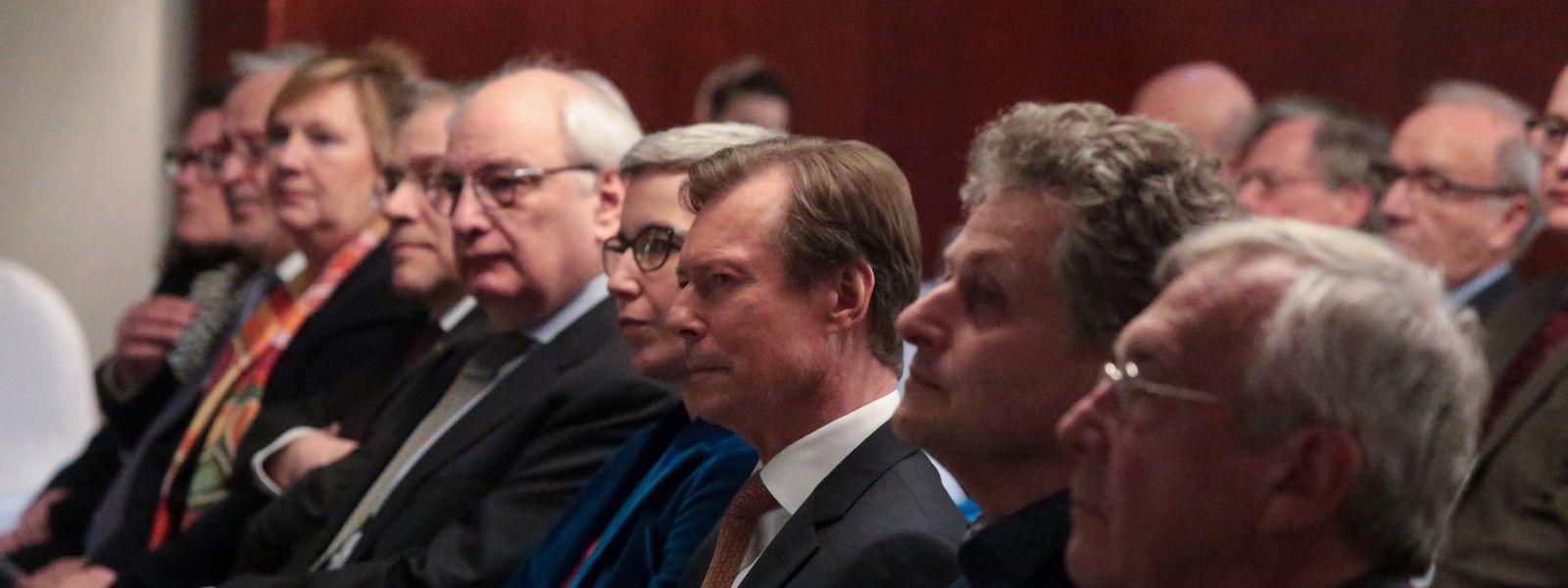 Die Anwesenden, darunter Großherzog Henri (M.), lauschten aufmerksam den Worten der Vortragenden.