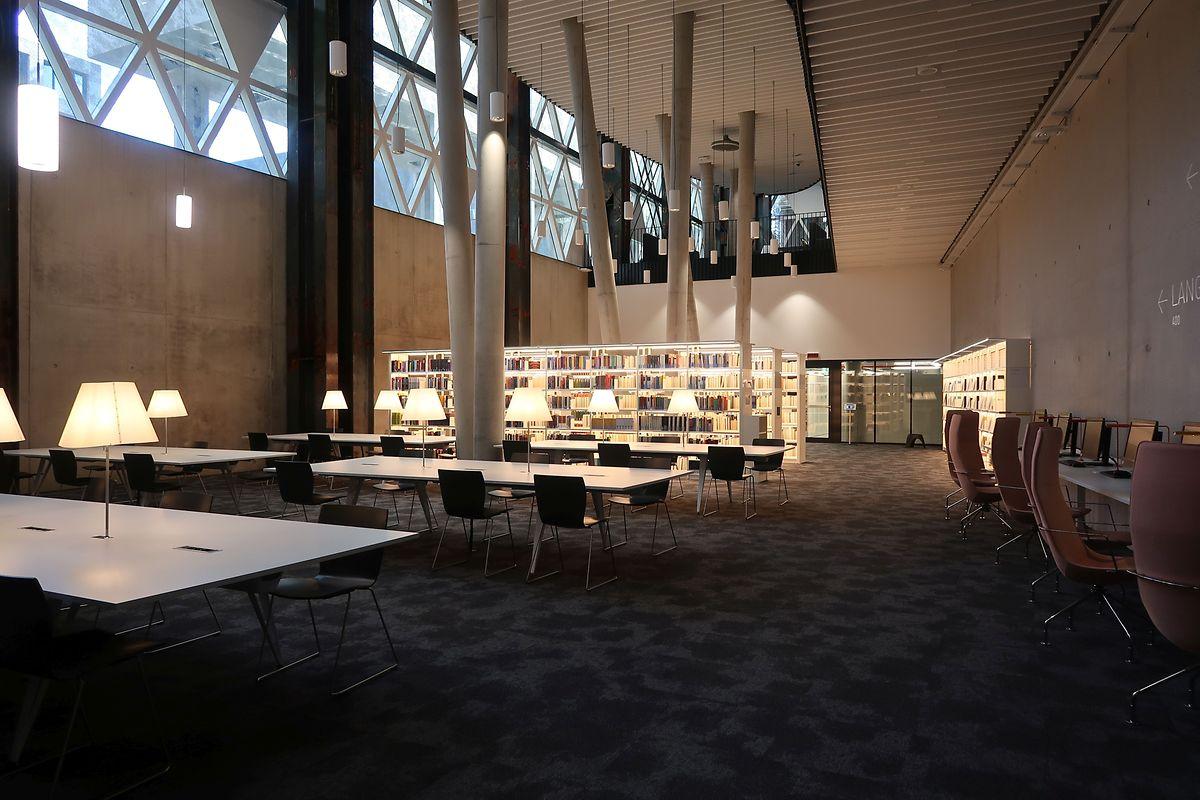 Die Studenten haben auf jedem Stockwerk die Möglichkeit, einen ruhigen Platz zum Nachlesen und Recherchieren zu finden.