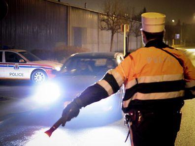 Ein junger Fahrer wollte sich der Polizeikontrolle entziehen.
