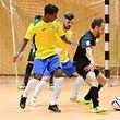 Marcio Pereira, en noir, Union Titus Pétange Futsal, et Micael Gonçalves et Filipe Maia, Samba 7 ALSS Futsal Niederkorn, / Foto: Stéphane Guillaume