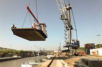 """Die Dieselfähre """"Sankta Maria I"""" trat heute ihre Reise von Luxemburg über Antwerpen nach Kamerun an."""