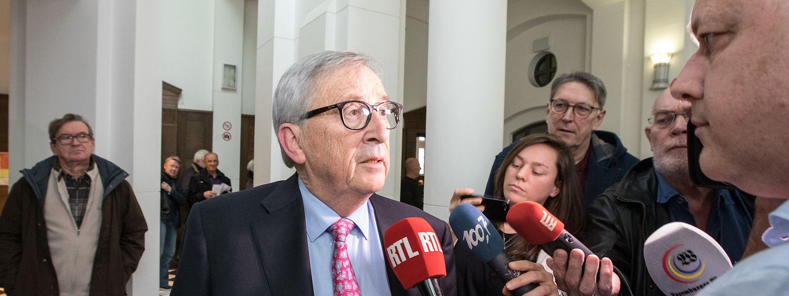 Juncker gibt ein Interview nach der Sitzung.