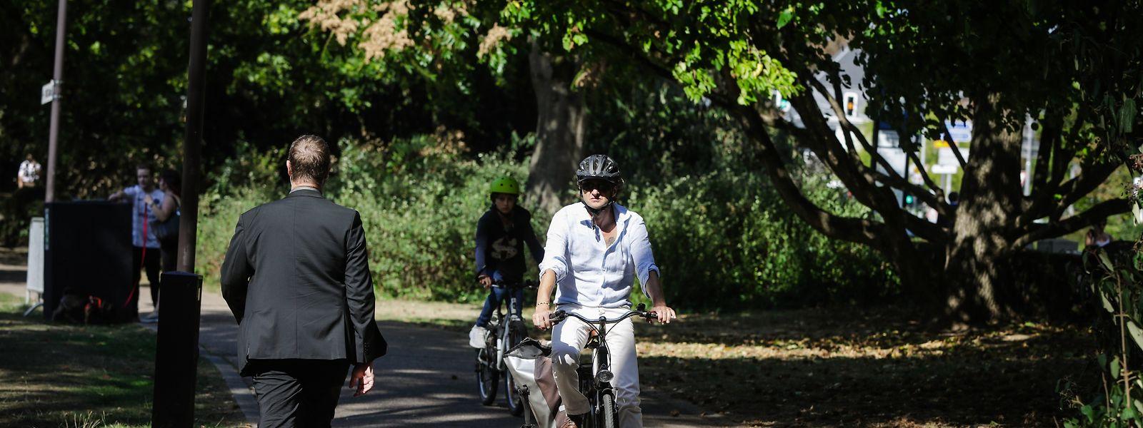 Wegen immer häufiger werdenden Konfliktsituationen zwischen Fußgängern und Radfahrern sollen Rad- und Gehwege vielerorts getrennt werden.