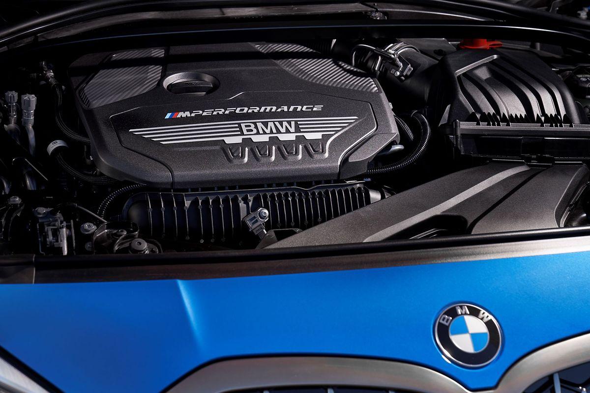 Premium-Modell M135i xDrive: Unter der Motorhaube verbirgt sich ein Benzinmotor mit 306 PS.