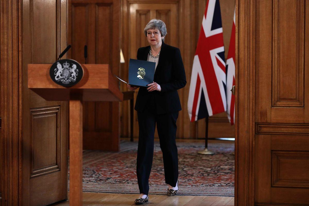 Theresa May s'apprête à annoncer ses nouvelles intentions au 10, Downing Street, après sept heures de discussion au sein d'un conseil des ministres de crise.