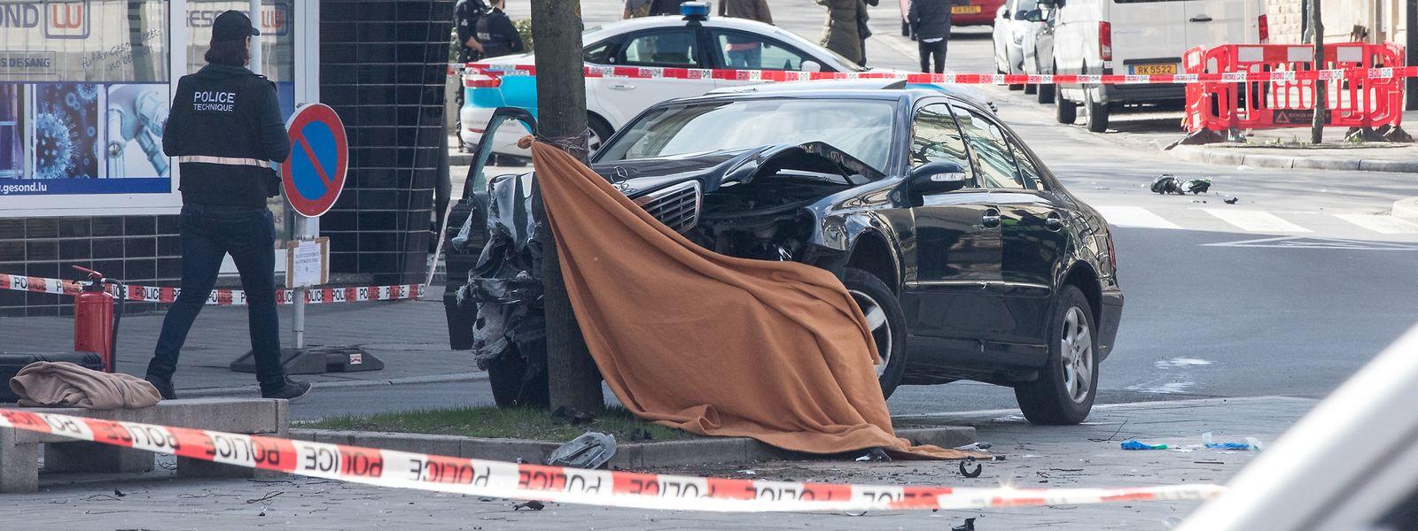 Die Generalinspektion wird auch eingeschaltet, wenn ein Polizist seine Dienstwaffe einsetzt. So ermittelte sie auch, als im April 2018 in Bonneweg ein Mann bei einem Angriff auf einen Polizisten getötet wurde. Die Staatsanwaltschaft beschuldigt den Beamten der vorsätzlichen Tötung.