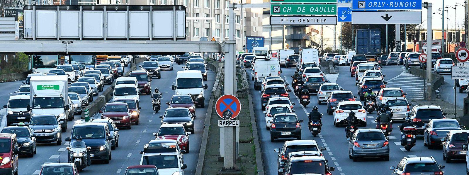 Auf den Autobahnen Frankreichs dürfte auch am Wochenende und an den Feiertagen Geduld angesagt sein.