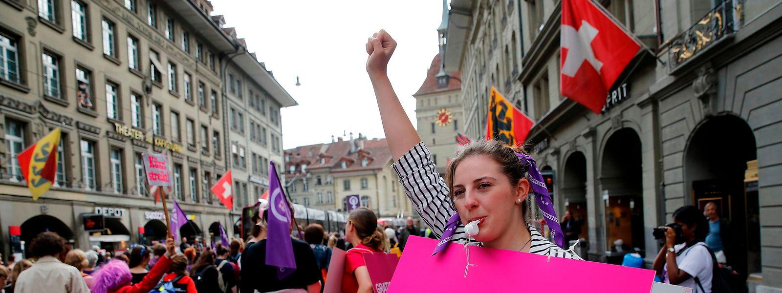 Bei einem landesweiten Streik setzten sich die Schweizerinnen im Juni 2019 unter anderem für gleiche Bezahlung ein.