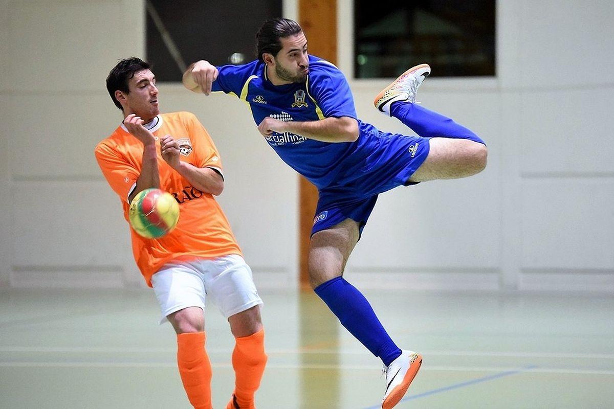 Figure de style pour Filipe Ferreira (FC Bettendorf) devant Rafael Pinto (Amicale Clervaux).