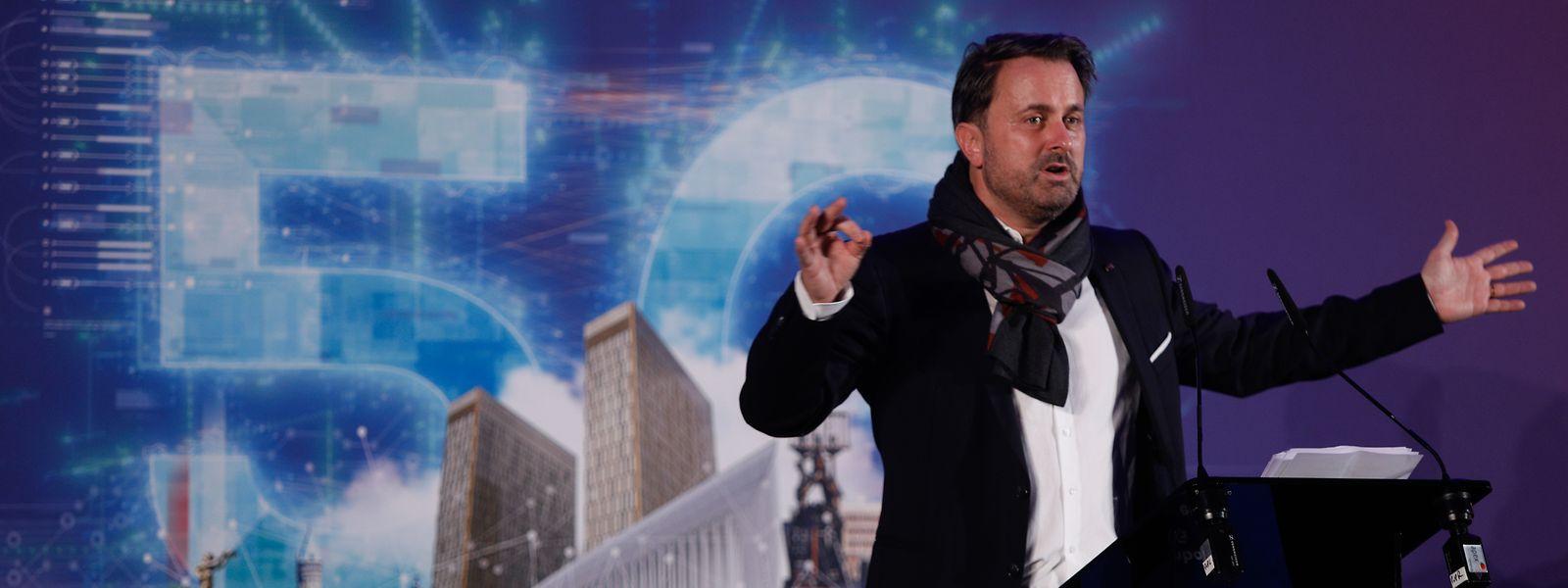 Mit offenen Armen der Zukunft entgegen: In Luxemburg treibt der Kommunikations- und Medienminister Xavier Bettel die Einführung des 5G-Mobilfunknetzes voran.